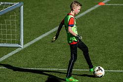 15-03-2017 NED: Clinic ADO Den Haag, Den Haag<br /> In het Kyocera stadion van ado Den Haag kregen 21 kinderen een voetbal clinic van enkele spelers van ADO