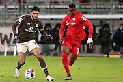 Fussball: 2. Bundesliga, FC St. Pauli - VFL Bochum, Hamburg, 28.01.2021<br /> Omar Marmoush (Pauli, l.) - Armel Bella Kotchap (Bochum)<br /> © Torsten Helmke