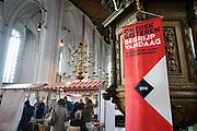 Nederland, Nijmegen, 15-10-2016Pop-up museum Grenzen in Oorlogstijd .Uniek eendaags en grensoverschrijdend pop-up museum over Nijmegen in oorlogstijd op zaterdag 15 oktober in de Zuiderkapel van de Stevenskerk. Speciaal voor 024 Geschiedenis overschrijden tien organisaties op zaterdag 15 oktober de grenzen van de eigen instellingen voor een gezamenlijke presentatie in de Stevenskerk. Met behulp van persoonlijke verhalen en objecten die de instellingen rijk zijn vertellen ze het bijzondere verhaal van Nijmegen in oorlogstijd. Het pop-up museum is een initiatief van Archeologie Gemeente Nijmegen, AWN Werkgroep Archeologie van de Tweede Wereldoorlog, Brandgrens 024, Museum Het Valkhof, Nationaal Bevrijdingsmuseum 1944-1945, Regionaal Archief Nijmegen, Stadswandeling Nijmegen, Van 't Lindenhoutmuseum, Werkgroep Oorlogsdoden Nijmegen .Foto: Flip Franssen