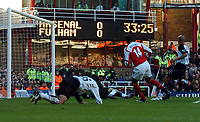 Photo: Javier Garcia/Back Page Images<br />Arsenal v Fulham, FA Barclays Premiership, Highbury, 26/12/04<br />Thierry Henry makes it 1-0 to Arsenal