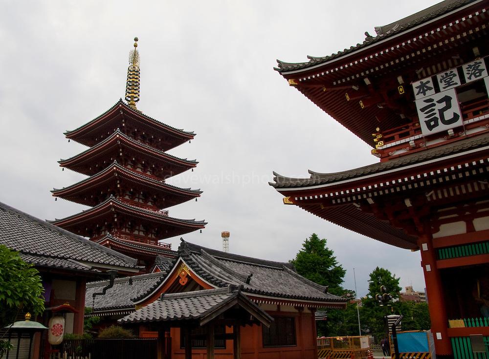 Pagoda at the Hozomon gate and the Senso-ji temple, Asakusa