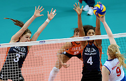 01-10-2014 ITA: World Championship Volleyball Servie - Nederland, Verona<br /> Nederland verliest met 3-0 van Servie en is kansloos voor plaatsing final 6 / Yvon Beliën, Celeste Plak