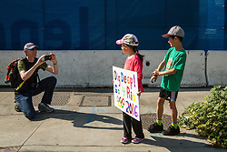 USA Olympic Team Trials Marathon 2016, young fans with sign to Rio