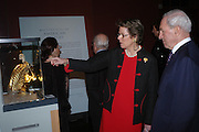 Sir Rudolph Agnew and Lady Mackenzie. Masterpieces of American Jewelry at the Gilbert Collection. Somerset House. 14 February 2005. ONE TIME USE ONLY - DO NOT ARCHIVE  © Copyright Photograph by Dafydd Jones 66 Stockwell Park Rd. London SW9 0DA Tel 020 7733 0108 www.dafjones.com