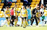 Fotball , <br /> Tippeligaen Eliteserien , <br /> 25.05.08 , <br /> Åråsen stadion , <br /> Lillestrøm SK - HamKam , <br /> Arnar Førsund stupte inn i en hodeduell med Espen Søgård som ente med at begge gikk ned for telling ,  Espen Søgård reiste seg raskt opp igjen etter duellen , <br /> Foto: Thomas Andersen / Digitalsport