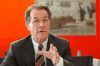 18 SEP 2003, BERLIN/GERMANY:<br /> Franz Muentefering, SPD Fraktionsvorsitzender, waehrend einem Interview, Dachrestaurant Kaefer, Reichstag<br /> IMAGE: 20030918-01-007<br /> KEYWORDS: Franz Müntefering