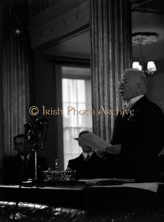 Sean T. O'Ceallaigh taking the Oath of Office at Inauguration.25/06/1952