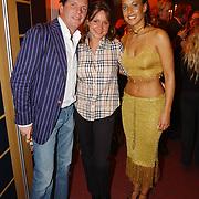 Premiere De Munk Live, Sandy kandau in gesprek met haarx vriendje Robert leroy en zijn vrouw Sacha