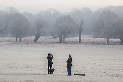 © Licensed to London News Pictures. 21/01/2020. London, UK. Walkers enjoy the misty and heavy frost this morning in Richmond Park as forecasters predict a milder week ahead. Photo credit: Alex Lentati/LNP
