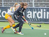 AMSTELVEEN -  Michelle Fillet (Adam)  met Danique van der Veerdonk (DenBosch)  tijdens  de hoofdklasse hockey competitiewedstrijd dames, Amsterdam-Den Bosch (0-1)  COPYRIGHT KOEN SUYK