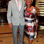 NLD/Noordwijk/20100502 - Gerard Joling 50ste verjaardag, Janny Joling en partner