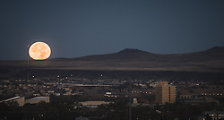 November 14, 2016 - Albuquerque, New Mexico, U.S. - Journal.This year's Supermoon sets in Albuquerque's westside behind the volcanoes.  This is closest the moon has been to earth in nearly 70 years. .Albuquerque, New Mexico  (Credit Image: © Roberto E. Rosales/Albuquerque Journal via ZUMA Wire)
