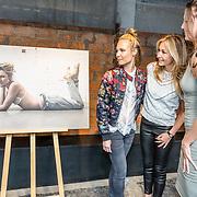 NLD/Amsterdam//20170413 - Presentatie Wendy Geeft met oa Kim Feenstra , Kimberly Klaver, Wendy van Dijk en Kim Feenstra
