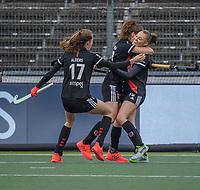 AMSTELVEEN -  Marijn Veen (Adam) (r) heeft gescoord en viert het met Sosha Benninga (Adam) en Felice Albers (Adam)  tijdens de halve finale wedstrijd dames EURO HOCKEY LEAGUE (EHL),  Amsterdam-HC Den Bosch. (1-1) Den Bosch wint shoot outs en plaats zich voor de finale.  COPYRIGHT  KOEN SUYK