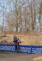 29-01-2006 WIELRENNEN: UCI CYCLO CROSS WERELD KAMPIOENSCHAPPEN: ZEDDAM <br /> Daphny van den Brand krijgt in de laatste ronde een lekke band en wordt derde<br /> ©2006-WWW.FOTOHOOGENDOORN.NL