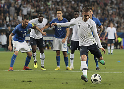 June 1, 2018 - Nice, Italy - France's foward Antoine Griezmann (L) shoots and scores a penalty kick past Italy's goalkeeper Salvatore Sirigu during the friendly football match between France and Italy at the Allianz Riviera Stadium in Nice, southeastern France, on June 1, 2018. (Credit Image: © Loris Roselli/NurPhoto via ZUMA Press)