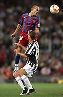 Fotball<br /> Barcelona v Juventus 4-6<br /> Trofe Joan Gamper<br /> 24.08.2005<br /> Foto: imago/Digitalsport<br /> NORWAY ONLY<br /> <br /> Gabri (FC Barcelona) verschafft sich einen Vorteil gegen Fabio Cannavaro (Juventus) indem er ihm die Augen zuhält
