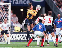 David Seaman (England) claims the ball amongst a group of players, France v England, Stade de France , 2/09/2000. Credit: Colorsport.