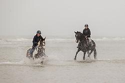 Strand wandeling, De Keersmaecker Jolien, Lauwens Liesbet<br /> Oostduinkerke Bad 2020<br /> © Hippo Foto - Dirk Caremans<br /> 29/11/2020
