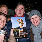 Serious Request dag 3 met op de foto Kopers van de Boerinnen kalender