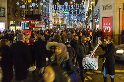 London, December 24 2017. Crowds grow in London's west end on Christmas eve as last minute shoppers hunt for gifts. PICTURED: Fearing that some of the shops might be closing early, shoppers rush along Oxford Street to scoop up the last of their Christmas presents. © SWNS