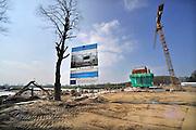 Nederland, Heumen, 6-4-2012Bouw van de nieuwe keersluis in het Maas-Waalkanaal.Hiermee wordt de capaciteit van de sluis van enkel naar dubbel vergroot. Dit project aan de Maas is onderdeel van het programma Maaswerken. Werken aan veiligheid, natuurontwikkeling, bevaarbaarheid en grindwinning.Het project wordt deels gefinancierd door Europese subsidie, in het kader van de TEN, Trans-European Networks. Foto: Flip Franssen/Hollandse Hoogte