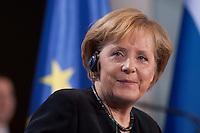 16 JAN 2009, BERLIN/GERMANY:<br /> Angela Merkel, Bundeskanzlerin, waehrend einer Pressekonferenz mit W ladimir P utin, Bundeskanzleramt<br /> IMAGE: 20090116-01-042<br /> KEYWORDS: Uebersetzung, Übersetzung, freundlich, lacht, laechelt, lächelt