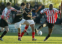 Fotball<br /> England 2004<br /> 13.11.2004<br /> Foto: SBI/Digitalsport<br /> NORWAY ONLY<br /> <br /> Hayes v Wrexham <br /> FA Cup Round One<br /> <br /> Dwane Williams gains posession for Hayes in the first half