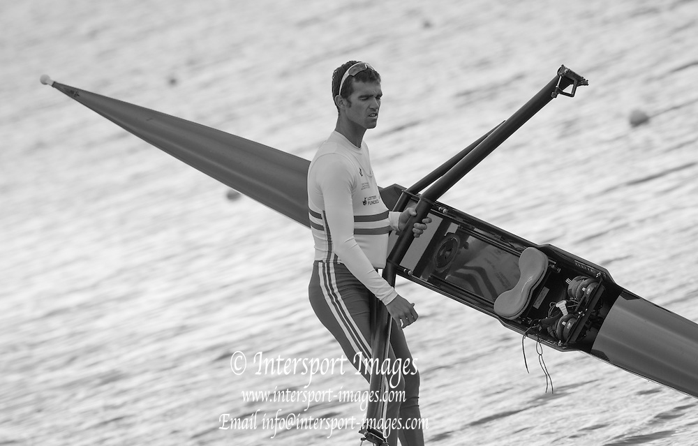 Caversham, England, Richard Chambers,carries his single to the boating pontoon at the 2015 GBRowing World Championship Team Announcement. Tuesday. 21.07.2015.  At the Reading Training Base. [Mandatory Credit. Peter SPURRIER/Intersport Images]