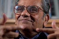 31 MAY 2010, BERLIN/GERMANY:<br /> Jagdish Natwarlal Bhagwati, indischer Oekonom und Professor fuer Politik und Wirtschaft an der Columbia University, waehrend einem Interview, Bibiothek der American Academy<br /> IMAGE: 20100531-02-016<br /> KEYWORDS: Jagdish Bhagwati, Ökonom