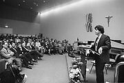 Nederland, Nijmegen, 15-10-1989Schrijver, auteur a.f.t. van der heijden tijdens een voordracht aan de katholieke universiteit, KUN, tegenwoordig de Radboud iniversiteit, RU, RUN.Foto: Flip Franssen/Hollandse Hoogte