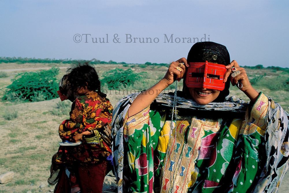 Iran, Masque traditionnel dans la region du Golfe persique// Traditional mask, Persian Gulf area, Iran