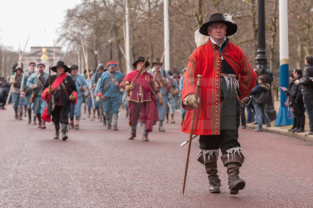 © Licensed to London News Pictures. 25/1/2015. The Mall, London, UK. Members of The English Civil War Society, one of the oldest re-enactment groups in the world, bring to life The King's Army (the Royalist half of the English Civil War Society) as they retrace the route taken by King Charles I from St James Palace to the place of his execution at the Banqueting House in Whitehall. Photo credit : Stephen Chung/LNP