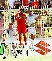 Fotball , 6. juni 2009 VM-kvalifisering , Norge - Makedonia<br /> Per Ciljan Skjelbred(L) and Jon Inge Høiland (r) Norway with Sedloski Goce  (c) FYR Macedonia<br /> WC-qual.<br /> Norway - Macedonia