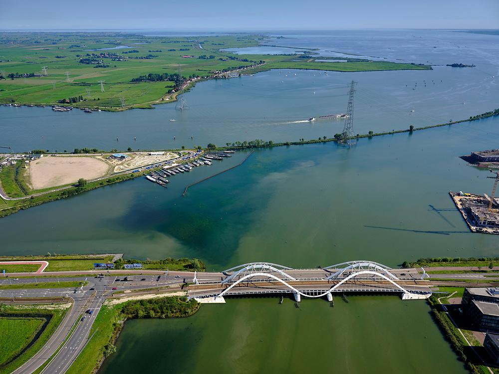 Nederland, Noord-Holland, Amsterdam, 02-09-2020; toegang tot IJburg, Enneüs Heermabrug. Strekdamin het Buiten-IJ, Durgerdam in de achtergrond.<br /> Access to IJburg, Enneüs Heermabrug. Stretch dam in the Buiten-IJ, Durgerdam in the background.<br /> <br /> luchtfoto (toeslag op standard tarieven);<br /> aerial photo (additional fee required);<br /> copyright foto/photo Siebe Swart