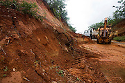 Minas Novas_MG, Brasil...Retroescavadeira e caminhao retirando terra da rodovia em Minas Novas...A backhoe and truck removing a land on the motorway in Minas Novas...Foto: LEO DRUMOND / NITRO.