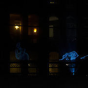 NLD/Amsterdam/20171221 - Netflix verlicht Amsterdam voor de film Bright, Hologrammen op de  Prinsengracht