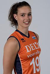 21-05-2014 NED: Selectie Nederlands volleybal team vrouwen, Arnhem<br /> Op Papendal werd het Nederlands team volleybal seizoen 2014-2015 gepresenteerd / Karine Muijlwijk