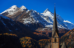 THEMENBILD - Blick auf den Großglockner mit der Pfarrkirche Heiligenblut mit herbstlichen Farben auf der Grossglockner Hochalpenstrasse. Sie verbindet die beiden Bundeslaender Salzburg und Kaernten mit einer Laenge von 48 Kilometer und ist als Erlebnisstrasse vorrangig von touristischer Bedeutung, aufgenommen am 26. Oktober 2015, Bruck a.d. Glocknerstrasse, Oesterreich // View of the highest Austrian Mountain the Grossglockner with the parish church of Heiligenblut with autumnal colors. The Grossglockner High Alpine Road connects the two provinces of Salzburg and Carinthia with a length of 48 km and is as an adventure road priority of tourist interest at Bruck a.d. Glocknerstrasse, Austria on 2015/10/26. EXPA Pictures © 2015, PhotoCredit: EXPA/ JFK