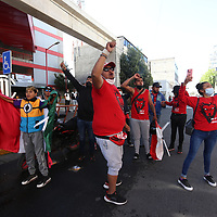 Toluca, México.- Aspectos de los aficionados del equipo Toluca y del equipo Tigres que se confrontaron en el exterior del estadio Nemesio Diez, momentos antes de dar inicio el partido de futbol. Agencia MVT / Ramsés Mercado.