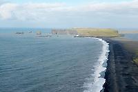 Islande. Plage de Vik. // Iceland. Vik beach.