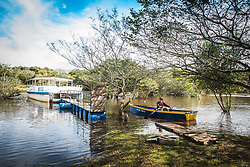Barcos às margens do Rio Gravataí. Com passeio de catamarã a comunidade tem a oportunidade de conhecer o projeto Rio Limpo que visa educar para a diminuição da poluição no rio e seus arroios e conscientizar sobre a sua preservação. Foto: Marcos Nagelstein/ Agência Preview