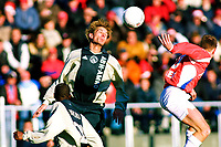 Fotball: Utrecht - Ajax . 23.12.2001. Andre Bergdølmo jumps above every body.<br /><br />Foto: Kees Jan Koedam, Digitalsport