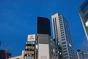 TOKYO, JAPAN, 8 OCTOBER - - Black commercial board on the top of the bulding Shibuya, Aoyama [FR] Un panneau publicitaire noir sur l'avenue d'Aoyama a Shibuya