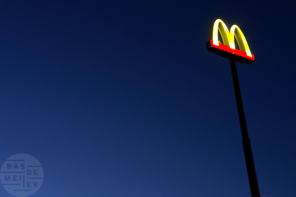 Het bord van de McDonalds.<br /> <br /> The sign of McDonalds