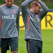 NLD/Katwijk/20110808 - Training Nederlands Elftal voor duel Engeland - Nederland, hedwiges Maduro en Wesley Sneijder