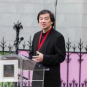 NLD/Amsterdam/20140613 - Prinses Beatrix bij de uitreiking van de Pritzker Achitecture Prize 2014, Mr. Shigeru Ban bedankt Mr. Tom Pritzker