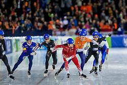 10-12-2016 NED: ISU World Cup Speed Skating, Heerenveen<br /> Massasprint mannen met oa. Jorrit Bergsma #4, Evert  Hoolwerf #10