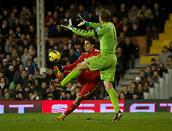 05.12.2011, Craven Cottage Stadion, London, ENG, PL, FC Fulham vs FC Liverpool, 14. Spieltag, im Bild Liverpool's Luis Alberto Suarez Diaz scores past Fulham's goalkeeper Mark Schwarzer but the goal is disallowed during the football match of English premier league, 14th round, between FC Fulham and FC Liverpool at Craven Cottage Stadium, London, United Kingdom on 05/12/2011. EXPA Pictures © 2011, PhotoCredit: EXPA/ Sportida/ David Rawcliff..***** ATTENTION - OUT OF ENG, GBR, UK *****