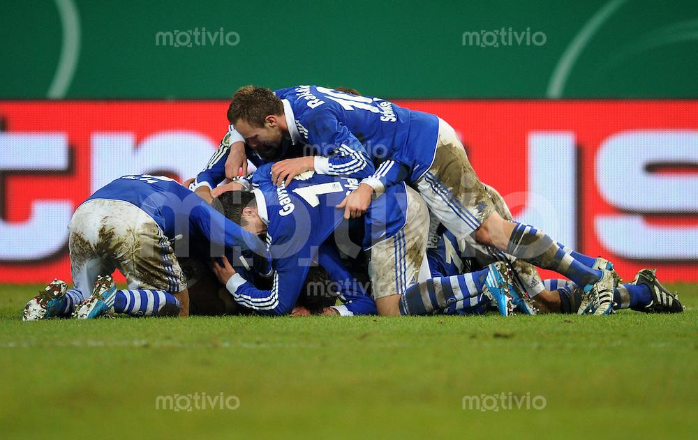 FUSSBALL   DFB POKAL   SAISON 2010/2010   VIERTELFINALE FC Schalke 04 - 1. FC Nuernberg                       25.01.2010 Schalker Torjubel nach dem Tor zum 3:2